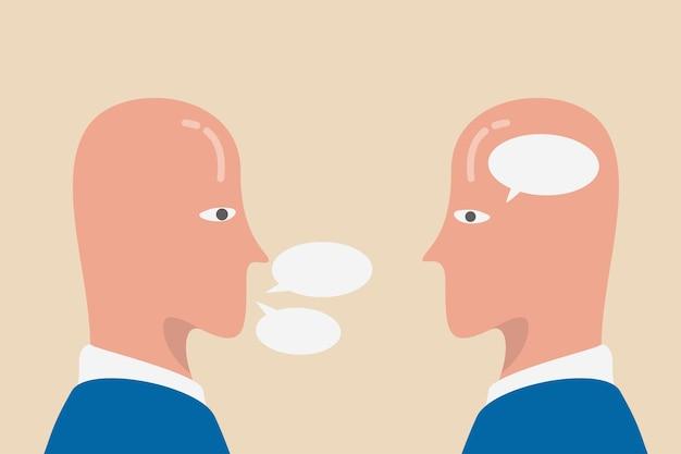 Introvert en extravert, menselijk stereotype of persoonlijkheid, contrast tussen mensen die binnen denken en niet veel praten en spraakzaam socialiseren persoon.