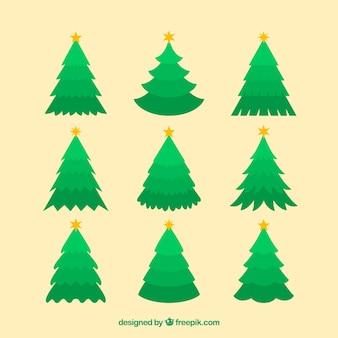 Inzameling van eenvoudige kerstmisbomen op een beige achtergrond