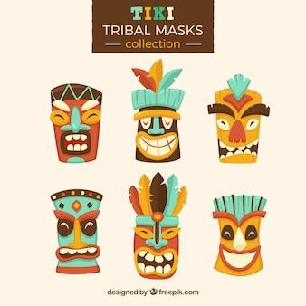 Inzameling van tiki maskers met cartoonstijl