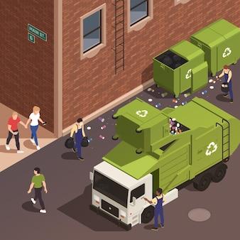 Isometrische poster voor het verwijderen van vuilnis met afvalplukkers in uniform die afval in groene vrachtwagen vanuit tanks laden