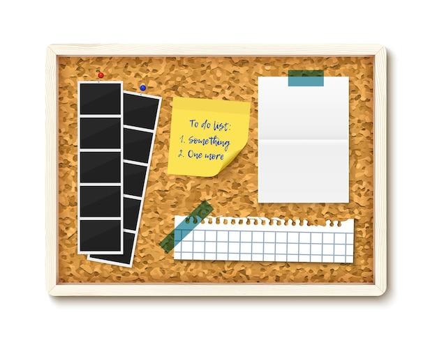 Items vastgemaakt aan prikbord met houten frame. foto's, notitie, gescheurd notitieboekje, takenlijst Premium Vector