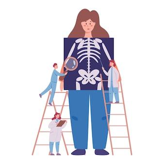 Jaarlijks en volledig gezondheidsonderzoek van het concept van het menselijk skelet. artsen die vrouwelijke patiënt onderzoeken die röntgenbeeld controleren. idee van gezondheidszorg en ziektediagnose.