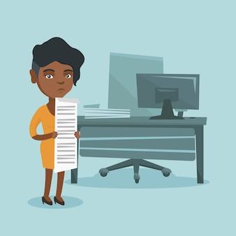 Jonge afrikaanse accountant die lange rekening houdt.