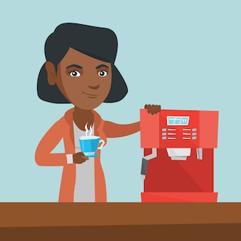 Jonge afro-amerikaanse vrouw die koffie maakt.