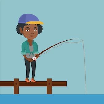 Jonge afro-amerikaanse vrouw die op pier vist.