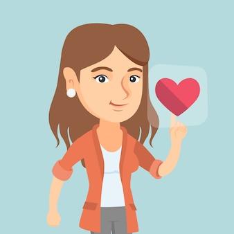 Jonge blanke vrouw hartvormige knop in te drukken