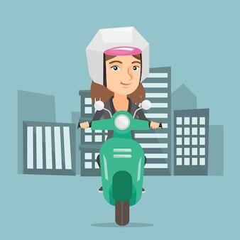 Jonge blanke vrouw rijdt op een scooter.