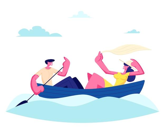 Jonge gelukkige paar van man en vrouw drijvende boot op wateroppervlak
