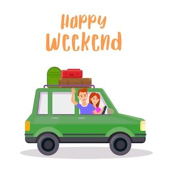 Jonge glimlachende man en vrouw die door groene auto reizen