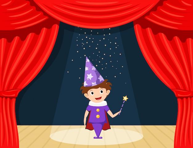 Jonge goochelaar op het podium. de prestaties van kinderen. kleine acteur op het toneel die de rol van een tovenaar speelt.