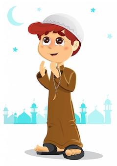 Jonge jongen die bidt voor allah die jelbab draagt