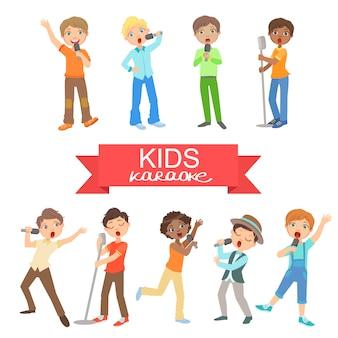 Jonge jongens zingen in karaoke