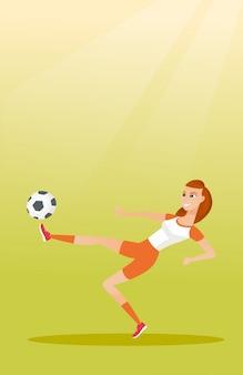 Jonge kaukasische voetballer die een bal schopt