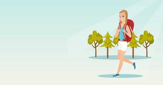 Jonge kaukasische witte vrouw met een rugzak wandelen
