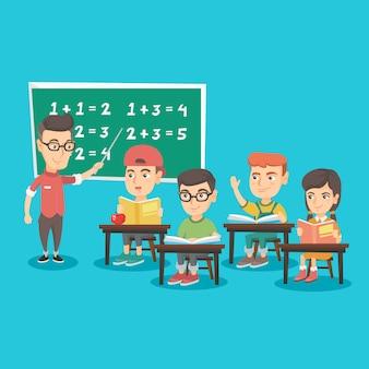 Jonge leraar die aan kinderenwiskunde verklaart.
