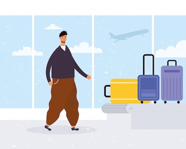 Jonge man casual met koffers in transportband