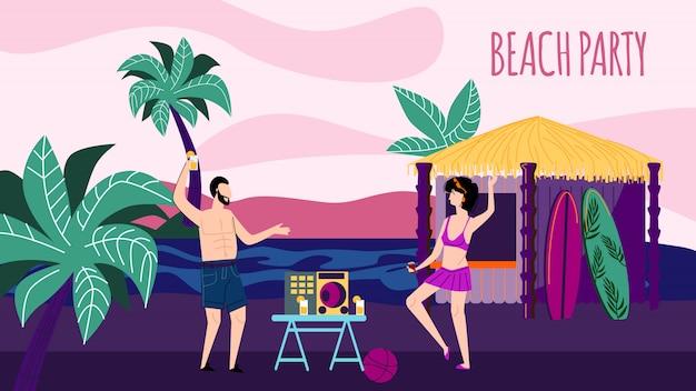 Jonge man en vrouw die bij nacht sandy seaside dansen