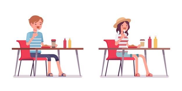 Jonge man en vrouw eten