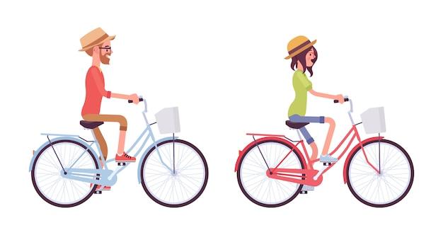 Jonge man en vrouw fietsen