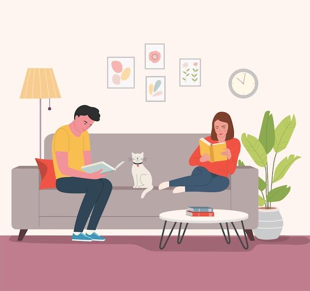 Jonge man en vrouw zittend op de bank met boeken