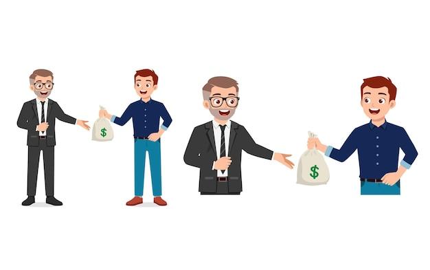 Jonge man geeft zak geld aan zijn baas