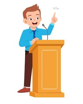 Jonge man houdt een goede speech op het podium