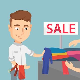 Jonge man kleding in een winkel te koop kiezen.