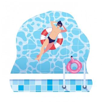 Jonge man met badpak en float badmeester in water