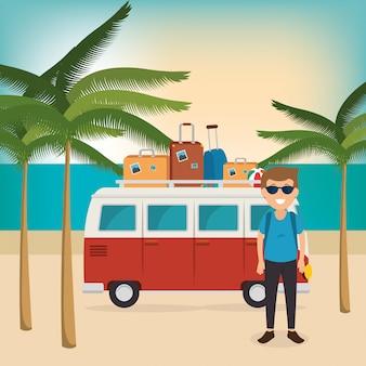 Jonge man op het strand zomervakanties