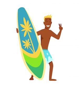 Jonge man surfboarder met surfplank en zonnebril