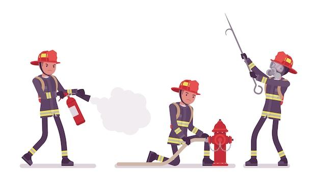 Jonge mannelijke brandweerman op plicht
