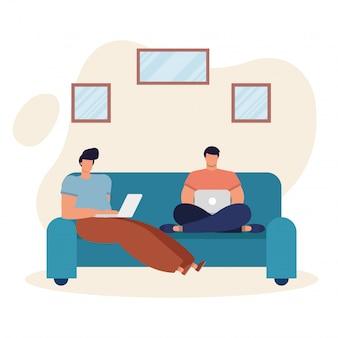 Jonge mannen met behulp van laptops en werken in de woonkamer