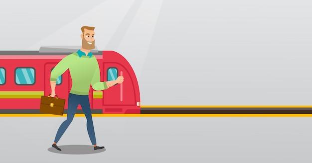 Jonge mens die op een stationplatform loopt.