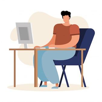 Jonge mens gebruikend computer en werkend in het huis
