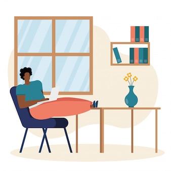 Jonge mens gebruikend laptop en werkend in het huis