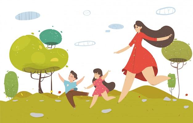 Jonge mooie vrouw lopen met kleine kinderen