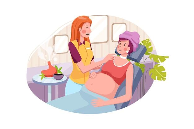 Jonge mooie zwangere vrouw die massage in kuuroordsalon heeft