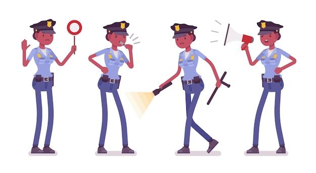 Jonge politieagente met licht en signalen banner