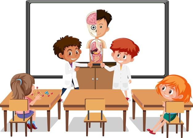 Jonge studenten die de menselijke anatomie in de klaslokaalscène uitleggen