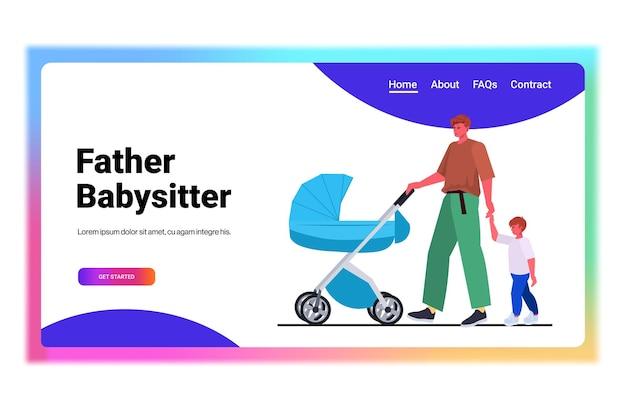 Jonge vader buiten wandelen met zoon en baby in wandelwagen vaderschap ouderschap concept vader tijd doorbrengen met zijn kinderen horizontaal