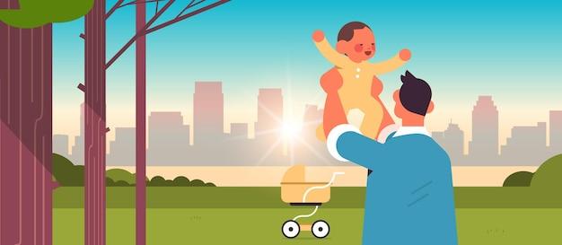 Jonge vader wandelen met zoontje in stadspark vaderschap concept vader tijd doorbrengen met zijn kind stadsgezicht achtergrond horizontale portret vectorillustratie
