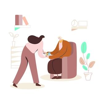 Jonge vrouw die bejaarde helpt