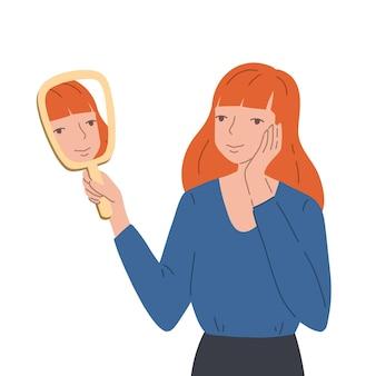 Jonge vrouw die een handspiegel houdt en haar eigen spiegelbeeld bekijkt met een vreugdevolle uitdrukking op haar gezicht. het glimlachende meisje houdt hand dichtbij haar gezicht en kijkt op haar spiegeling. concept van zelfacceptatie