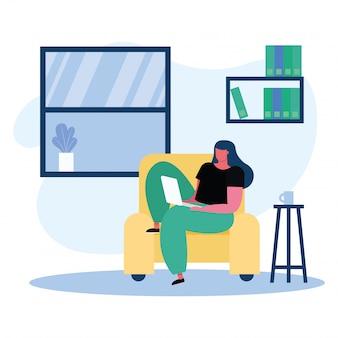 Jonge vrouw die laptop in de woonkamer met behulp van