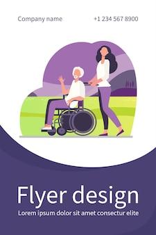 Jonge vrouw die rolstoel met hogere mens rijdt