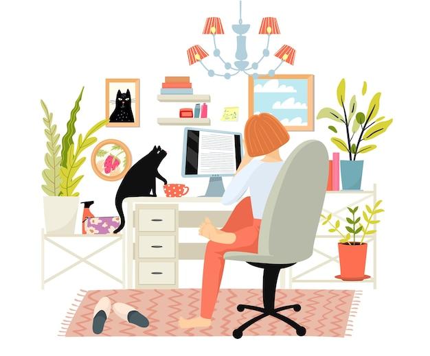 Jonge vrouw die thuis aan computer werkt