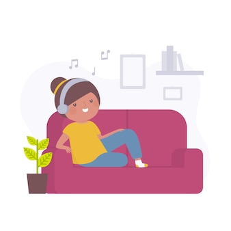 Jonge vrouw die thuis terwijl het luisteren naar muziek ontspant