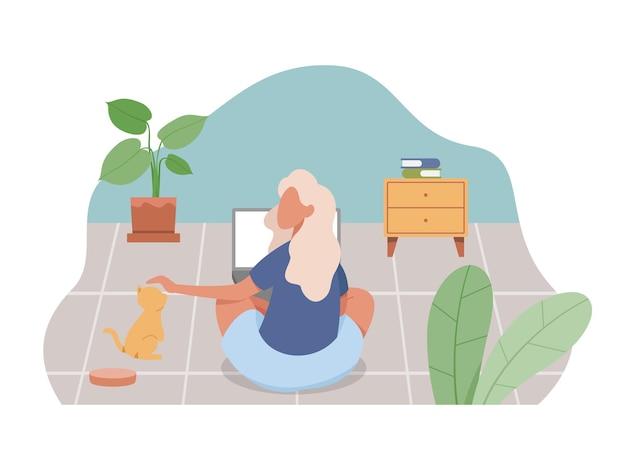 Jonge vrouw die vanuit huis werkt. freelance werkconcept, mensen werken op afstand vanuit huis.