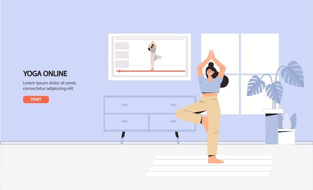 Jonge vrouw doet yoga in gezellige kamer met een modern interieur, online yoga, thuisfitness en thuis blijven.