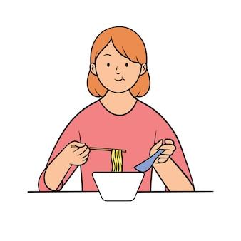 Jonge vrouw eten ramen met stokjes en lepels